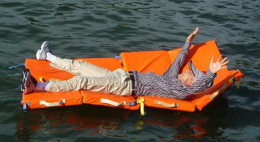 f610d5763b17 水に浮く連結型の万能マット【お助け次郎】の新型です、旧型を改良しまして浮力効果を高めマット同士が連結できる連結紐を強化し防水性のマットカバーに変更しました、  ...